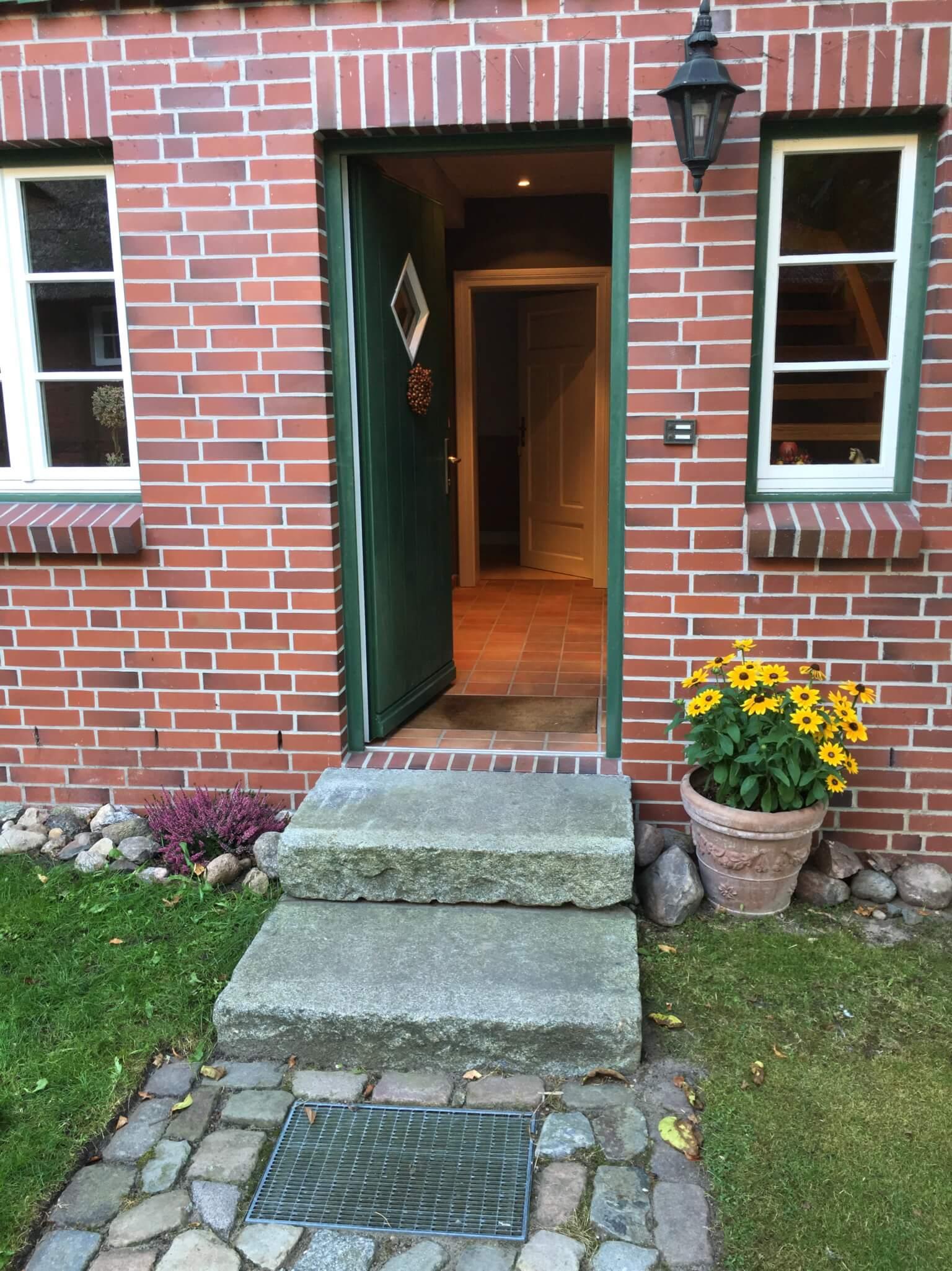 Hauseingang in das Apartment Moritz für Reiterferien für Erwachsene