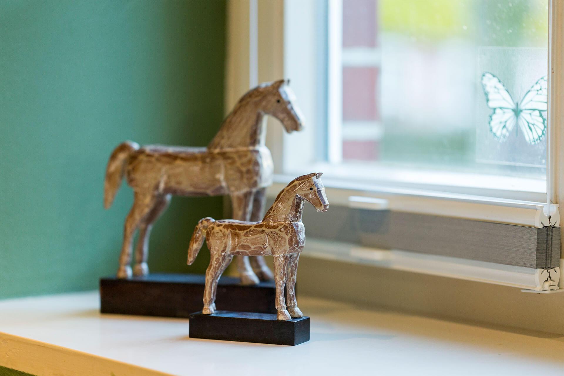 kleine Pferde von Dekotable in den Ferienwohnungen auf dem Luxus-Reiterhof