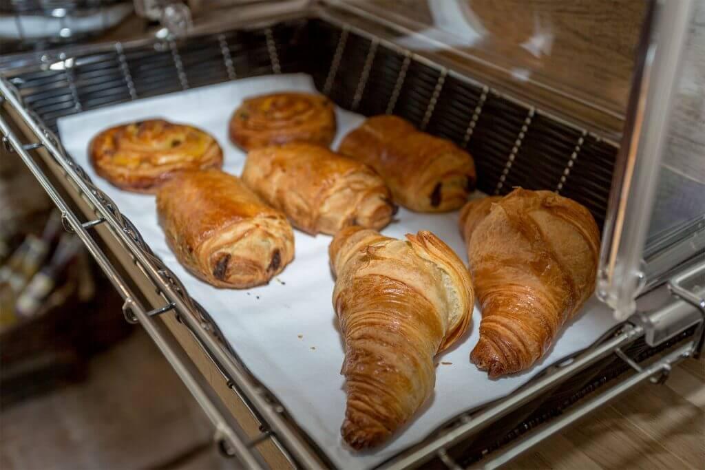 Oven fresh buns for breakfast on Heinshof