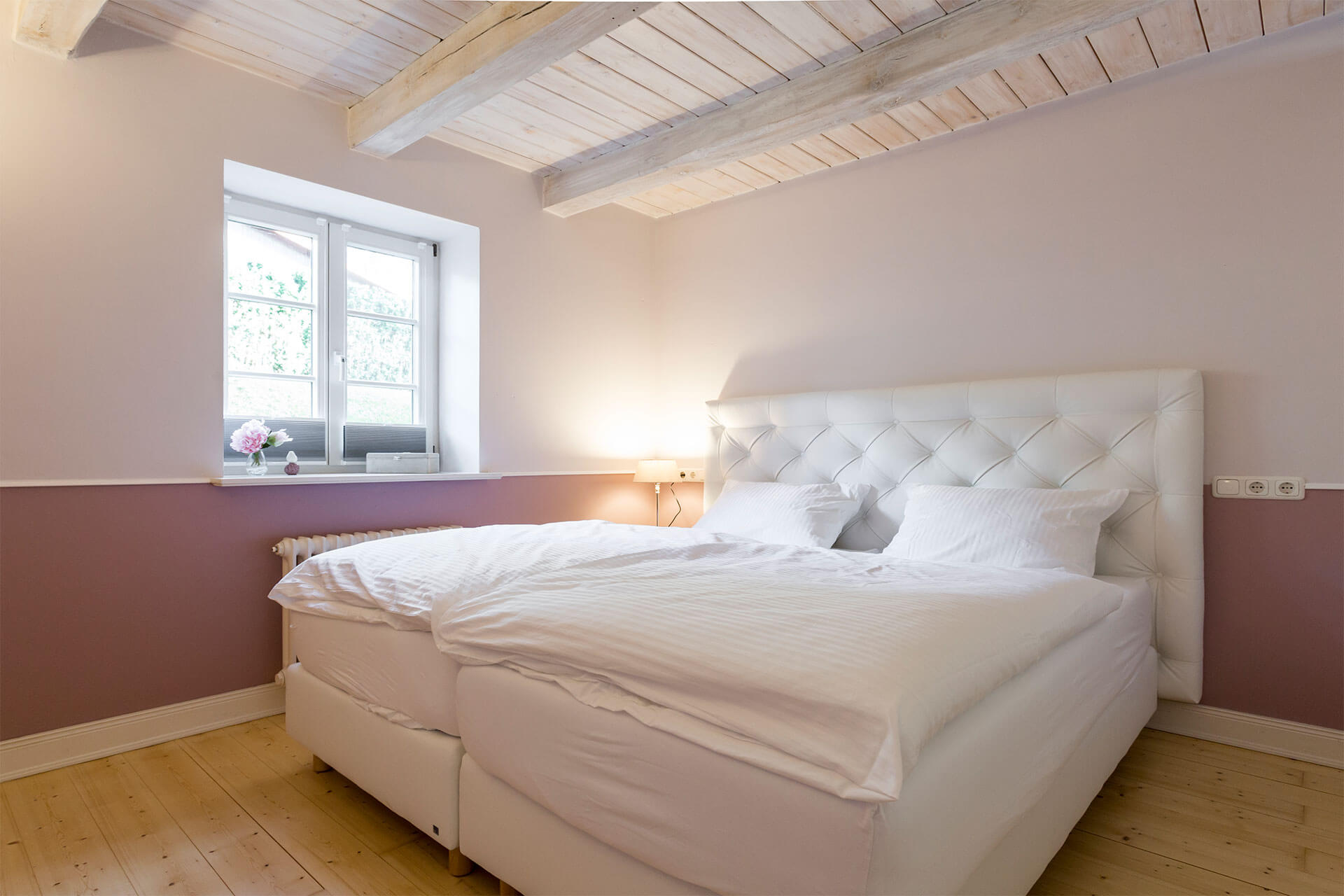 beautiful bedroom with boxspringbed and cozy bedlines in the riders hotel near Hamburg